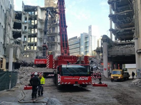 Baustellensicherung, Verkehrssicherung und Kranlogistik mit Autodienst West Ganske in Frankfurt