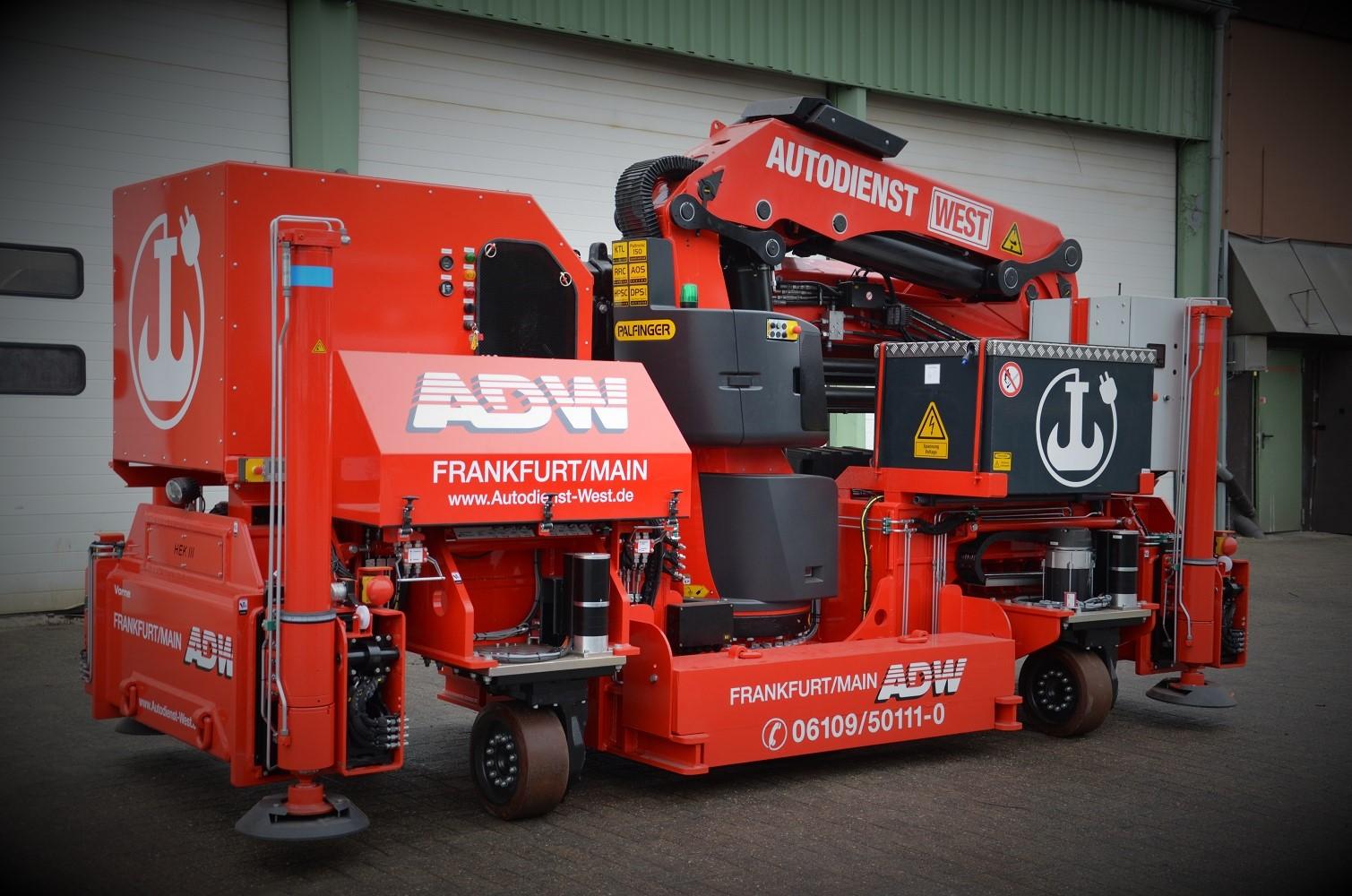 Elektrokran für Sondermontagen und Roboterwechsel in der Industrie von ADW