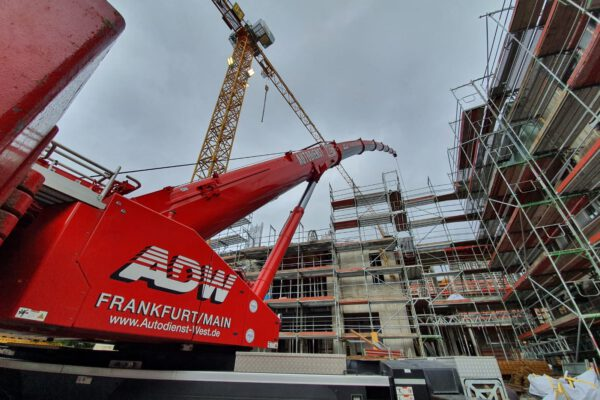 Kranarbeiten und Montagearbeiten mit Autodienst West in Frankfurt