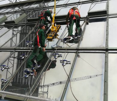 Glasmontage - Glasmontagegerät mieten Frankfurt - ADW Kranunternehmen Frankfurt